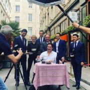 Laurent Gerra Mouille sa chemise pour le restaurant Léon de Lyon
