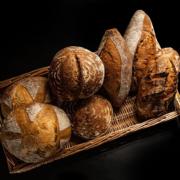 La chef Nina Métayer est attendue au pétrin ! … elle présente ses premiers pains