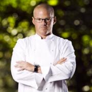 La chef pâtissière Sharon Anderson réclame 200 000 £ au chef Heston Blumenthal pour des raisons de douleurs chroniques au poignet