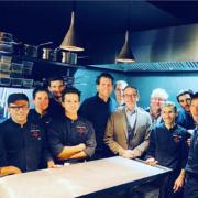 Scènes de Chefs – Sébastien Bras à marseille, l'rouf en meurette à la fête au 39V, Stéphane Buron ouvre son Chabichou, Gilles Marchal la pâtissier qui attire les clients asiatiques, ….