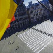 Un «Cimetière» de 600 vestes de chefs cuisiniers sur la Grand Place à Bruxelles, un dernier appel au secours de la restauration