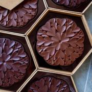 La Fleur de Cœur – une création spéciale Fête des Mères par le chef pâtissier Cédric Grolet pour Le Chocolat Alain Ducasse