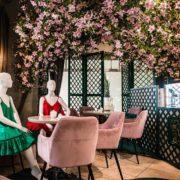 Insolite –  Des mannequins au restaurant pour relancer la restauration et le prêt-à-porter à Vilnius
