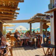La Réserve à la Plage à Ramatuelle – à la fois familiale et chic cette cabane de plage a tous les atouts d'une grande table