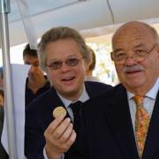 Les journalistes gastronomiques s'expriment après la disparition du chef Pierre Troisgros – «Avec son frère Jean, il avait inventé le saumon à l'oseille. Avec son fils Michel, le pressé de tête de veau. «
