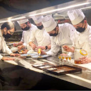 Les chefs ferment leurs cuisines avec regrets – Découvrez leurs messages