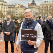 Les petits commerçants et restaurateurs étaient réunis hier à Lyon pour protester contre la fermeture de leurs entreprises #laisseznoustravailler