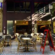 Certains restaurants et bars rouvriront demain en France – pour faire de la résistance