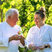 La relève se prépare à » La Bonne Étape » du chef Jany Gleize, l'arrivée de Jane aux cuisines fera souffler un vent nouveau