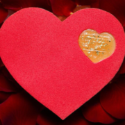 Le pâtissier Quentin Lechat arrive au Royal Monceau et présente le Pomelo've pour la Saint Valentin
