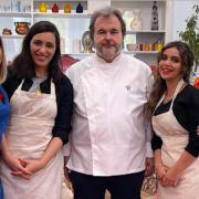 Brèves de Chefs – Nicolas Sale rend hommage à Auguste Escoffier, Pierre Hermé à Casablanca pour «Le Meilleur pâtissier», Diego Alary roi de Tiktok, la pizza de Juan Arbelaez…