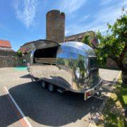 Olivier Nasti  met Le Hopla Truck by Le Chambard  à disposition de ses amis chefs pour soutenir les étudiants