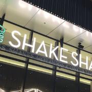 Shake Shack aux États-Unis vient en aide aux employés de la restauration avec le soutien des chefs