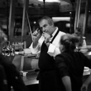 Le chef étoilé Yoann Conte vend sa vaisselle et soutient les apprentis de Groisy en précarité