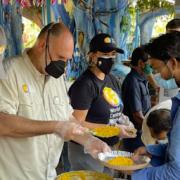 Le chef José Andrès en Inde pour soutenir la population et les soignants face à la pandémie et au variant indien