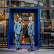 Ducasse Paris et le Groupe Lavazza s'associent et lancent une nouvelle marque « Le Café Alain Ducasse avec 1895 by Lavazza » qui décline les couleurs brûlantes du café
